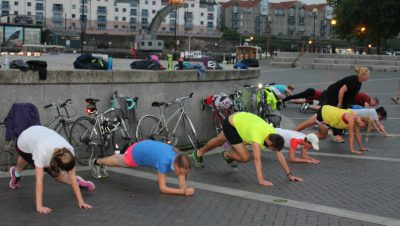 Lunges at dawn with Project Awesome