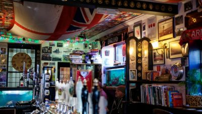 19 photos of historic Bristol pubs