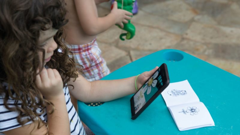 Using augmented reality to encourage families to use sign language